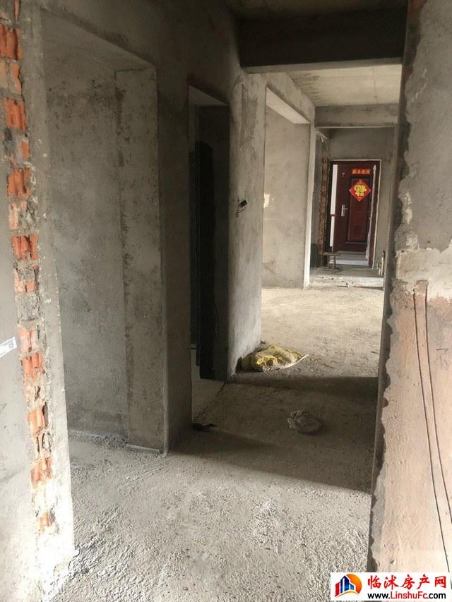 翡翠星城小区  4室2厅 136.8平米 毛坯 70万元