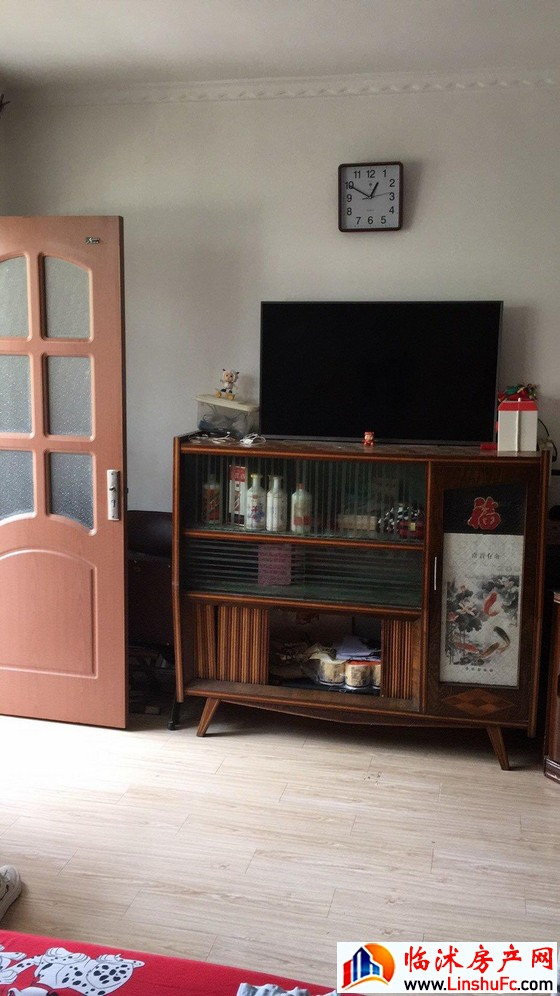临沭县广播电视台家属院 4室4厅 400平米 中等装修 55万元