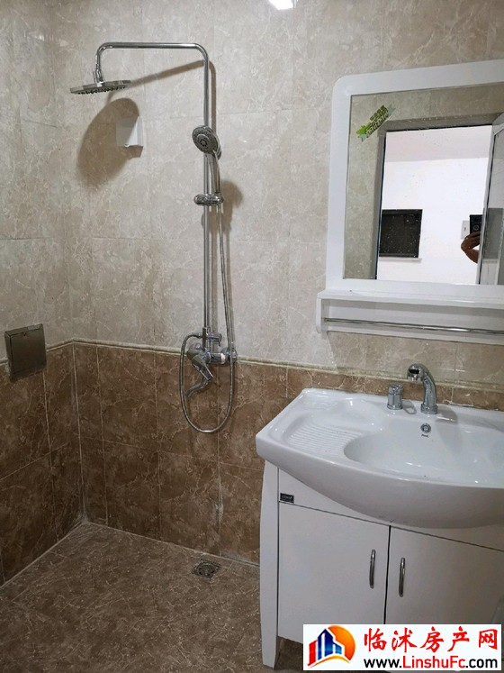 金正大新天广场 2室2厅 105平米 精装修 40万元